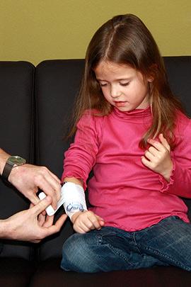 Erste Hilfe: Druckverband beim Kind