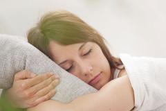 Schwanger auf dem Bauch schlafen?