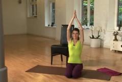 Rückbildungsgymnastik für zu Hause: der Kniestand