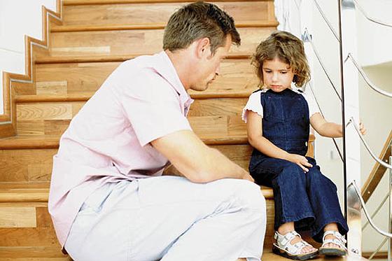 Fernbezeihung & Familie: Kinder reagieren mit Trotz