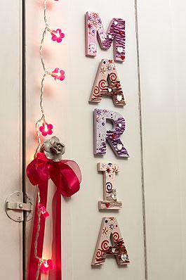 Holzbuchstaben fürs Kinderzimmer - Familie.de