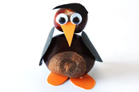 Pinguin aus Kastanien