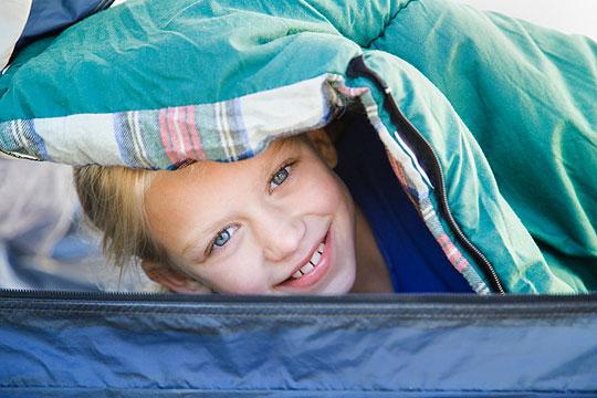 Heimweh bei Kindern: Schlafsack ausprobieren