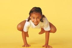 Kinderyoga-Übungen: Die Krähe