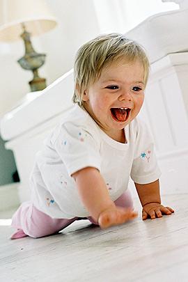 Krabbeln: So fördern Sie Ihr Baby