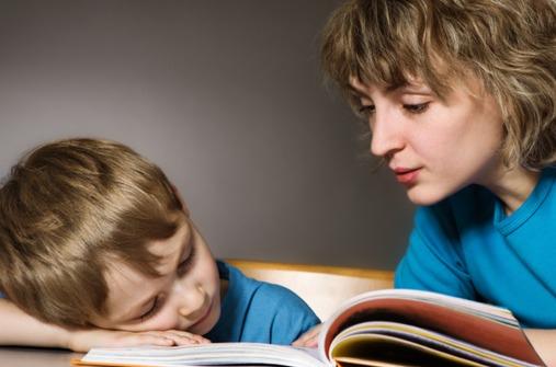 Kranke Kinder unterhalten: spielen