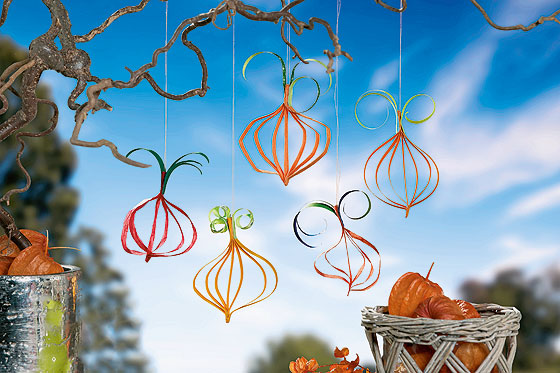 Herbstdeko Basteln Kurbis Hanger Aus Papier Familie De