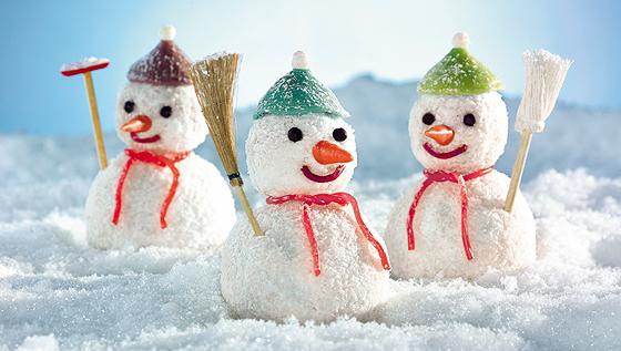 Lustige Schneemänner backen