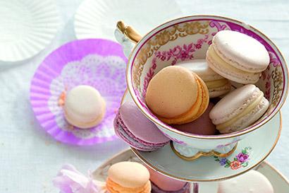 Bunte Macarons mit feiner Buttercreme