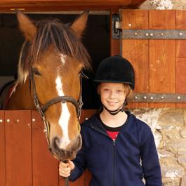 Mächen und Pferdestall