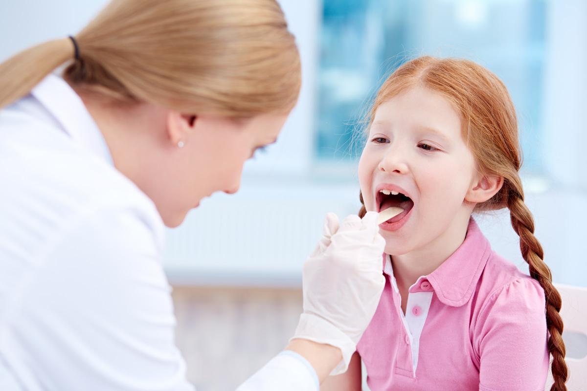 Mandelentzündung: Kind mit Angina