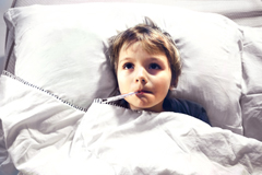 Kind mit Masern Bettruhe