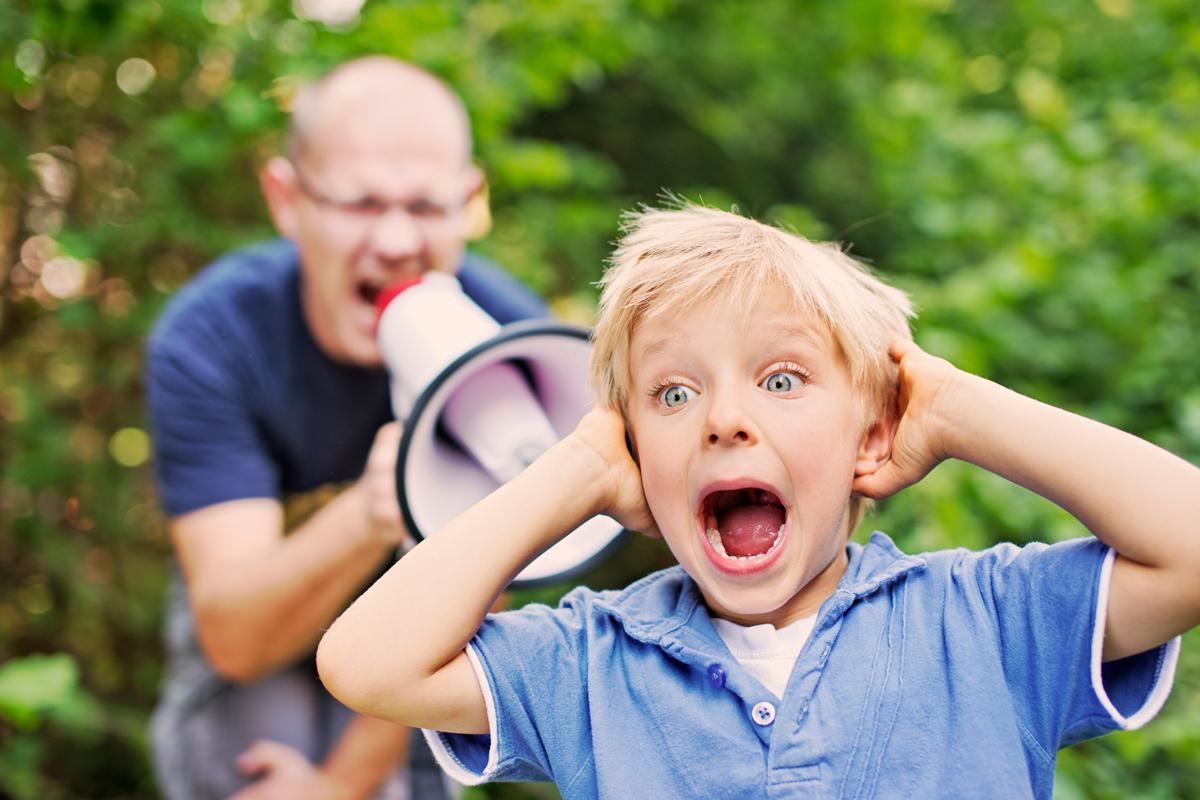 Kind hört nicht auf Vater
