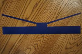 Minions-Laterne: Hose zuschneiden