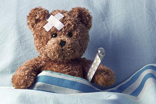 Teddybär mit Fieberthermometer