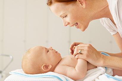 Pflege des Babys in den ersten Lebensmonaten