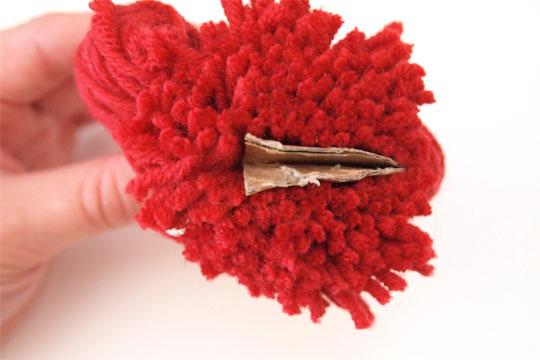 Pompon selbermachen - Wolle aufschneiden