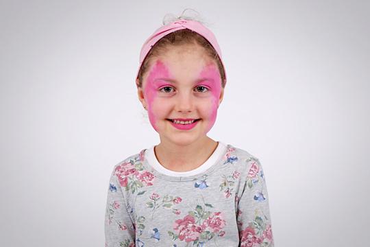Gesicht pink grudieren