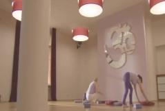 Video: Rückbildungsyoga für die unteren Bauchmusklen