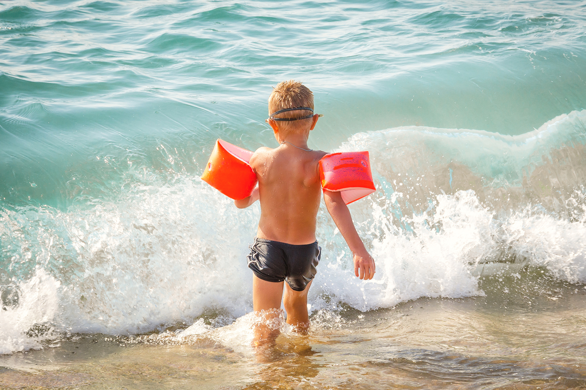 Sekundäres Ertrinken: Junge am Meer