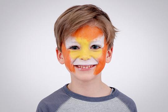 2. Gelbe und orange Farbe auftragen