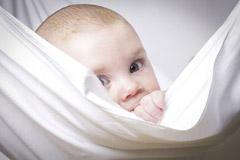 Das Baby im Tragetuch