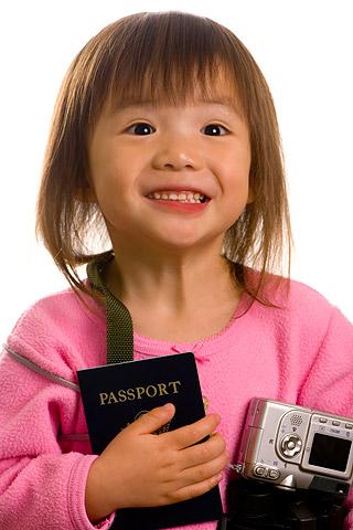 Kleines Mädchen mit Kinderreisepass