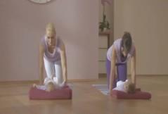 Rückbildungsyoga: Schultern und Arme stärken