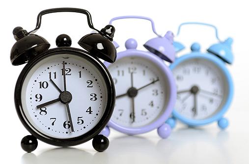 Keine Eile - wenn die Wehen alle 5 Minuten regelmäig kommen, wird es langsam Zeit, in die Klinik zu fahren.