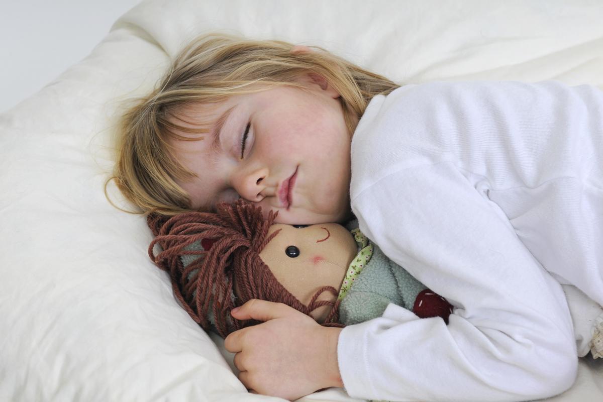wie viel schlaf braucht ein kind tipps aus der schlafforschung. Black Bedroom Furniture Sets. Home Design Ideas