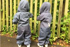 Zwillinge: Gleich anziehen oder sein lassen?