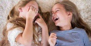 Bei manchen Witzen liegen die Kids am Boden vor Lachen