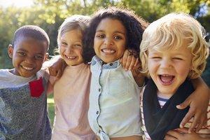 Kinder mit verschiedenen Ethnien