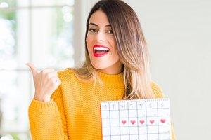 Frau mit Zykluskalender