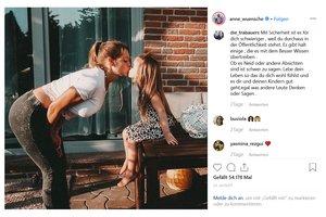 Familienleben im Netz: Influencerin in der Kritik