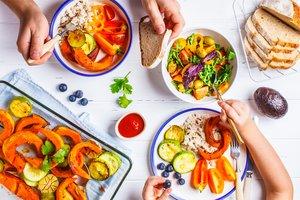 Gesunder Salat wird durch leckere Beilagen bunter und gesünder.