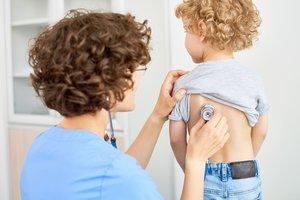 Kaiserschnitt-Kinder: Kind wird untersucht