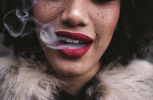 Für viele ist Rauchen ein Genuss - doch auch E-Zigaretten sind nicht so ungefährlich, wie es gerne gesagt wird.