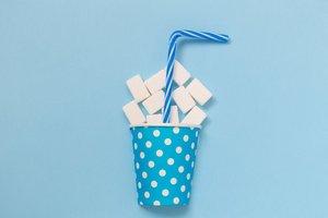 Fertige Eisteegetränke enthalten zu viel Zucker, Koffein, Aromen und Zusatzstoffe