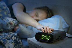 Morgenmuffel: Teenager möchte nicht aufstehen