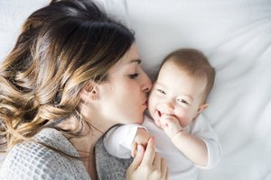 Babys Geschlecht beeinflussen: Mutter mit Baby