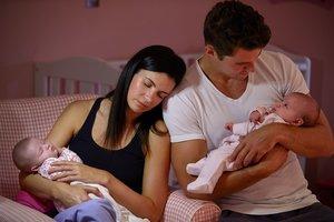 Schlaflose Nächte sorgen bei jungen Eltern für Augenringe