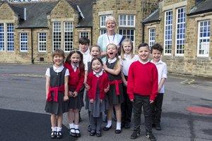 Schulkleidung: Nimmt Schuluniform Druck von den Kindern?