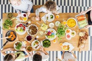 Fingerfood für Baby-Led Weaning: Frisches Obst und Gemüse in handgerechten Stücken