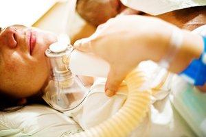 Lachgas kann den Geburtsschmerz mildern.
