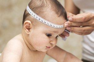 Der Kopfumfang ist ein wichtiger Indikator für die Gesundheit von Babys.